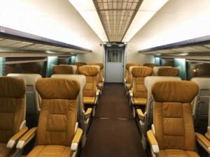 Fortbewegung vom Flughafen: Transrapid Shanghai Maglev Train (SMT), erste Klasse