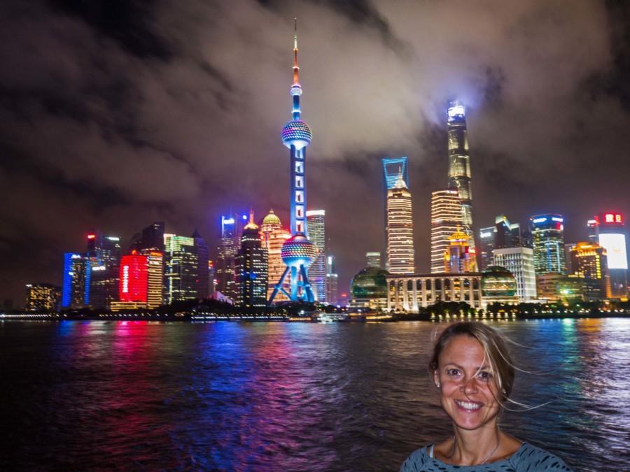 Die Lichter der Stadt sind ein Highlight: Oriental Pearl Tower (Mitte) und rechts der Shanghai Tower