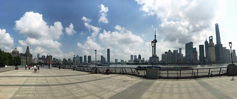 Panorama auf verschiedene Aussichtsplattformen und Aussichtspunkte am Bund und Pudong