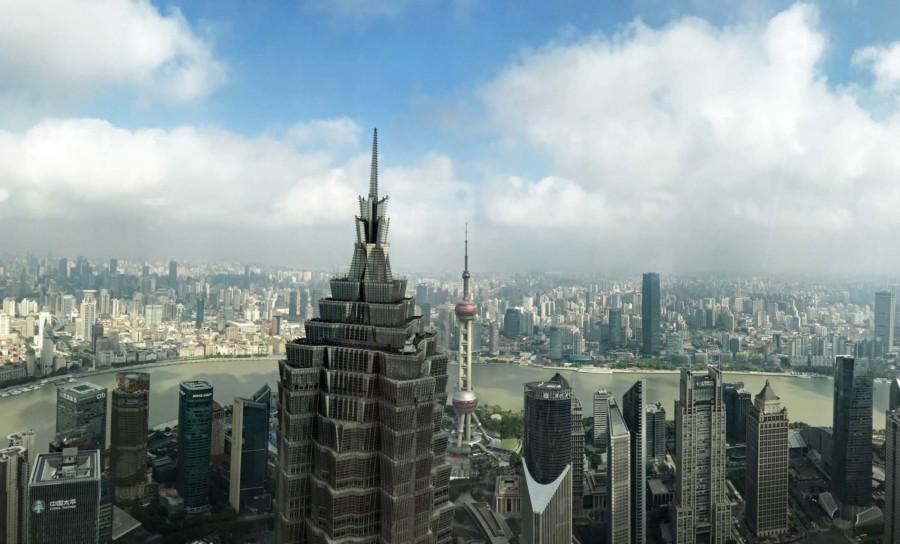 Shanghai Aussichtsplattformen Aussichtspunkte: Die beste Aussicht in Shanghai: Panorama vom Park Hyatt im Shanghai World Financial Center in Pudong auf den Jin Mao Tower und Oriental Pearl Tower