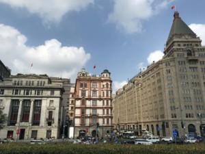 Shanghai Aussichtspunkte am Bund: Bar Rouge (links) und Swatch Art Peace Hotel (Mitte)
