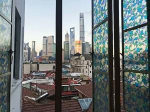 Blick aus dem Fenster im 5. Stock des Captain Hostel auf dem Bund