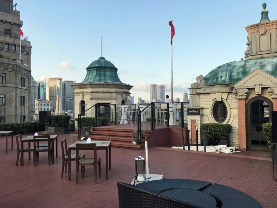 Shanghai Aussichtspunkte: Terrasse des Swatch Art Peace Hotel im 6. Stock