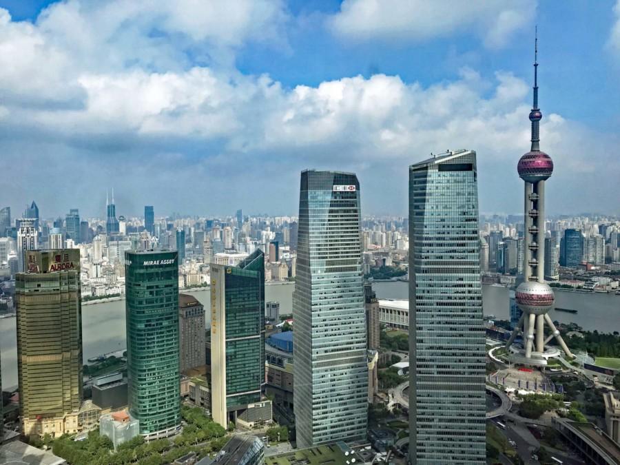 Shanghai Aussichtsplattformen: rechts der Oriental Pearl Tower in Pudong