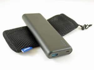 Die Powerbank Anker PowerCore Speed ist mit 20100mAh sehr mächtig und kann über USB C sogar ein MacBook laden