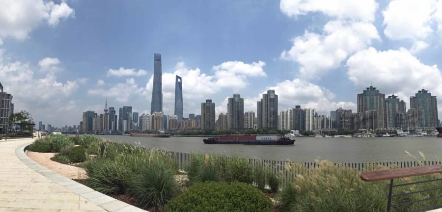 Tipps unseres Guide: Ausblick beim Spaziergang entlang Promenade am Bund mit Blick auf Pudong