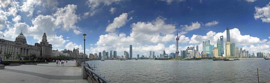 Panorama auf die Promenade am Bund und Pudong