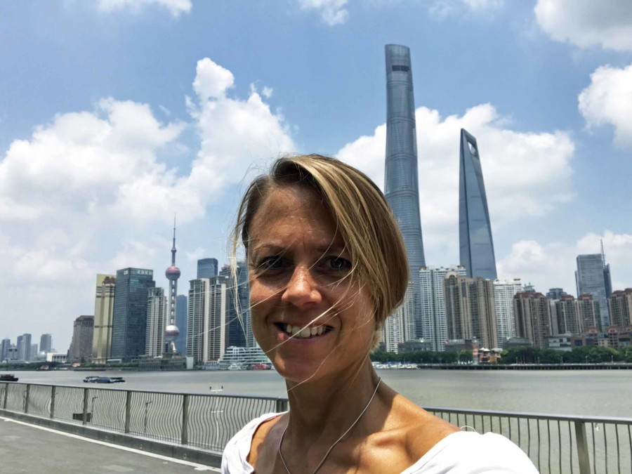 Links der Oriental Pearl Tower und rechts der Shanghai Tower und das Wod Financial Center