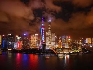 Die Skyline in Shanghai vom Hyatt on the Bund aus auf Pudong