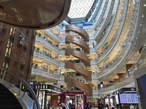 Es gibt unzählige riesige Shopping Malls in Shanghai