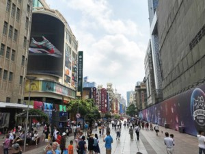 Die Shopping Meile Najing Street ist teilweise Fußgängerzone