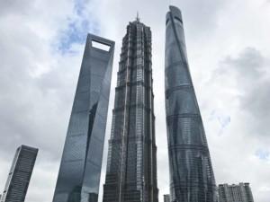 Guide, Sehenswürdigkeiten & interessante Orte in Shanghai: Von links nach rechts: Shanghai World Financial Center, Jinmao Tower und Shanghai Tower