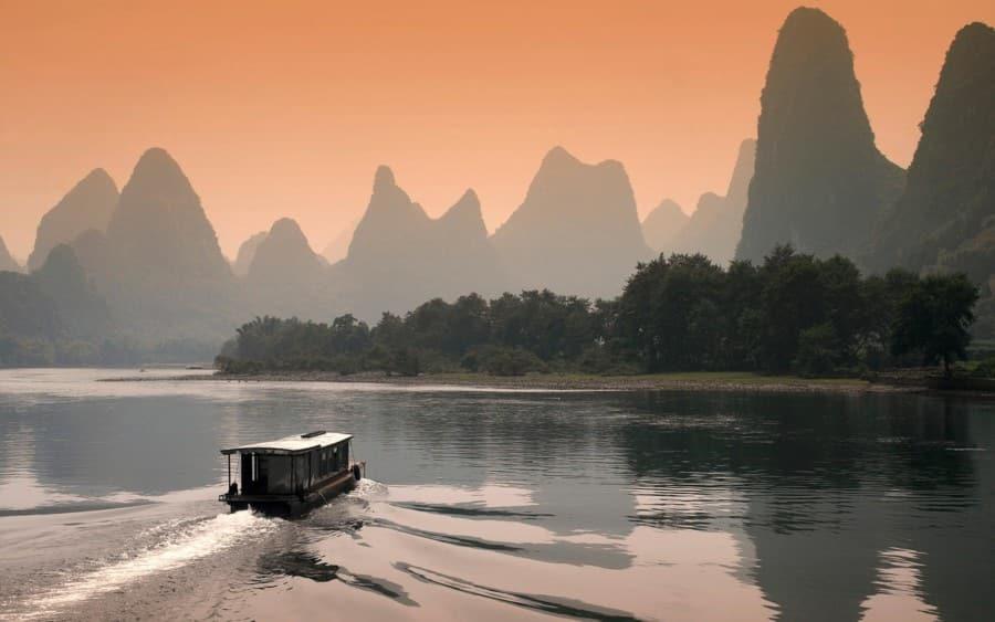 China Top-Reiseziele: Der Li Fluss in Guilin in der Abenddämmerung