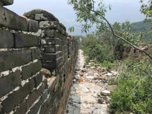 Chinesische Mauer Jiankou Mutianyu Tour: der Weg ist einsam und nicht restauriert