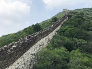 Länge Große Mauer Peking: Teilweise ist die Chinesische Mauer bei Mutianyu sehr steil