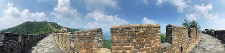 Große Mauer Peking: Länge der Chinesischen Mauerbei Mutianyu Panorama