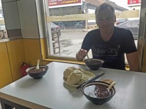 Die Rettung auf unserer Private Tour zur Chinesischen Mauer: zum Frühstück gab´s Dumplings und Congee
