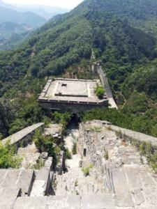 Große Mauer Peking Abschnitte Chinesische Mauer Länge: Der bewachsene Mauer-Abschnitt bei Huanghuacheng