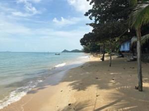 Der lange Strand Bang Po Beach auf Koh Samui