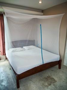 Das GlisGlis Cube bietet einen angenehm luftigen und großen Innenraum, in den man durch einen Reisverschluss gelangt