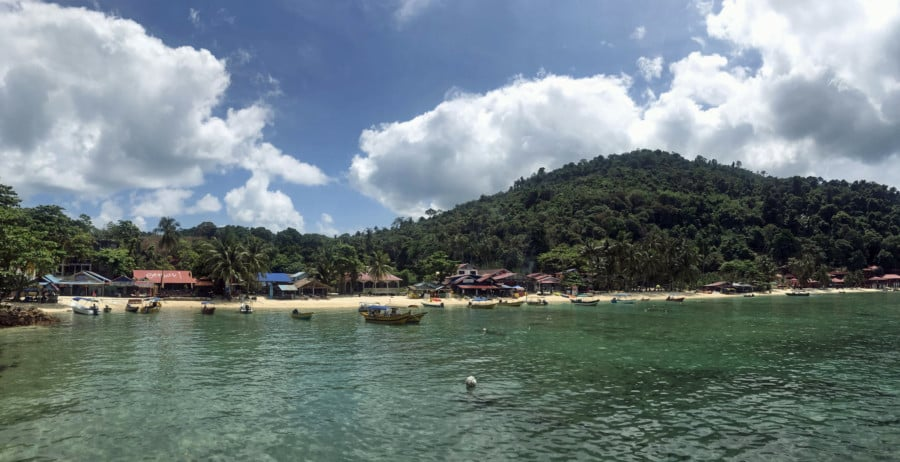 Perhentian Kecil, Panorama vom Pier auf den Coral Beach