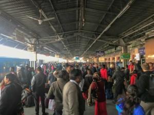 Ankunft in Agra mit dem Zug aus Delhi