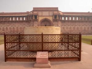 Die Badewanne des Jahangir im Roten Fort
