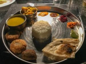 Essen in Indien, Tipps & Erfahrung: die Küche in Nordindien und Südindien, typisch für ein Essen im Restaurant sind verschiedene Kleinigkeiten