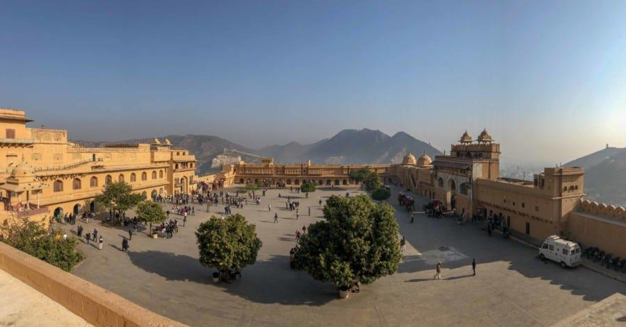 Sehenswürdigkeiten & Tipps: Innenhof des Amber Fort in Jaipur