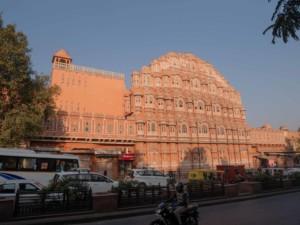 """Sehenswürdigkeiten & Tipps: Das Hawa Mahal oder """"Palast der Winde"""" in der Altstadt von Jaipur"""
