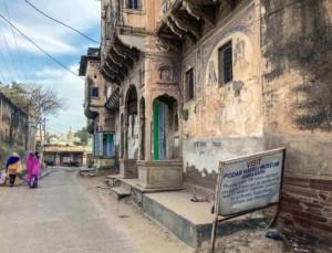 Hevelis & Sehenswürdigkeiten: Nebenstraße auf dem Weg zum Haveli Museum in Nawalgarh