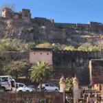 Parkplatz und Aufstieg zum Ranthambore Fort.