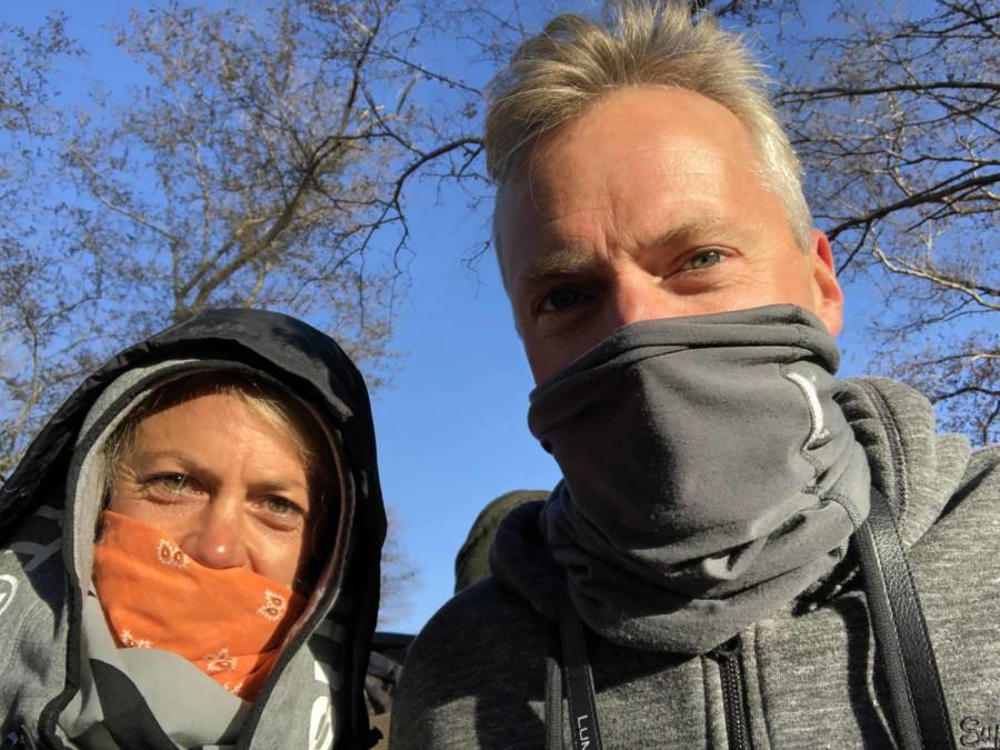 Auf Tiger-Safari kann es in Sariska und Ranthambore gerade morgens noch recht kalt sein. Ein Tuch schützt zudem vor Staub.