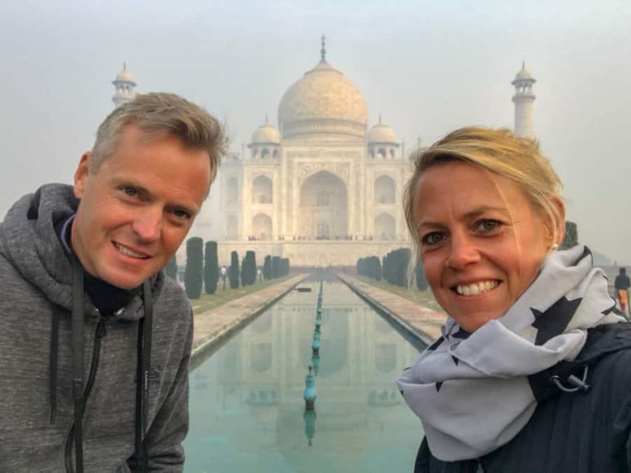 Empfehlungen & Tipps: Klassische Selfie Fotoposition im Weltwunder Taj Mahal