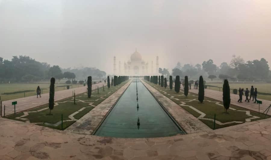 Indien Weltwunder Tipps: Panorama des Taj Mahal zum Sonnenaufgang