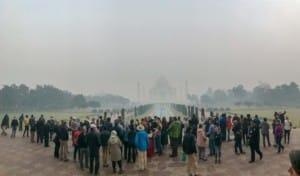 Indien Weltwunder Tipps: Der Andrang ist immer groß, Sonnenaufgang im Taj Mahal