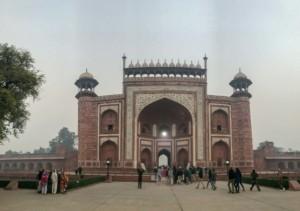 Der Westeingang zum Taj Mahal