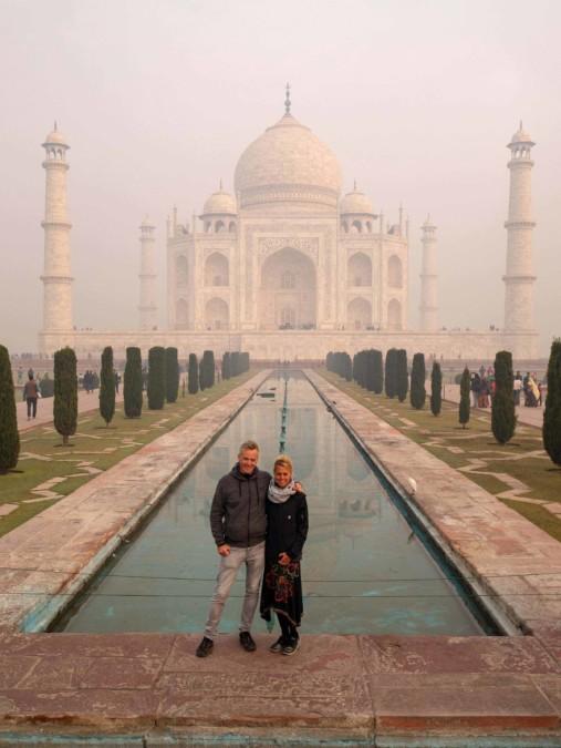 Indien Weltwunder Tipps: Klassische Fotoposition vor Indiens Denkmal der Liebe