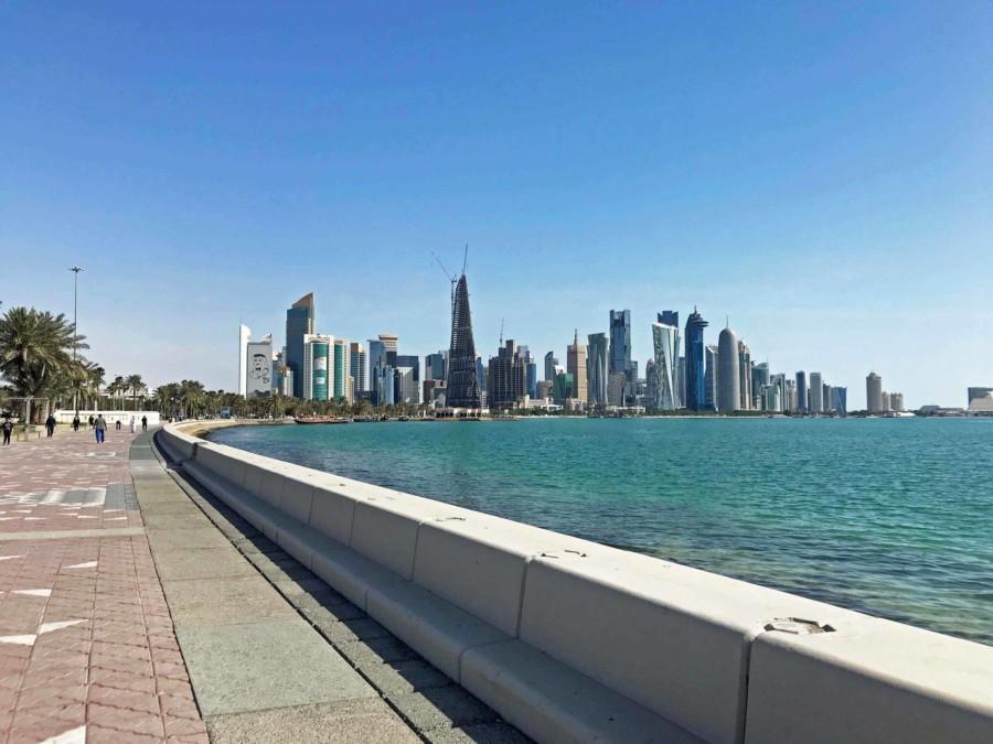 Die 4 km lange Strandpromenade Corniche in Doha ist eines der Highlights