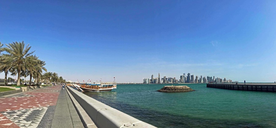 Panorama der Strandpromenade Corniche in Doha