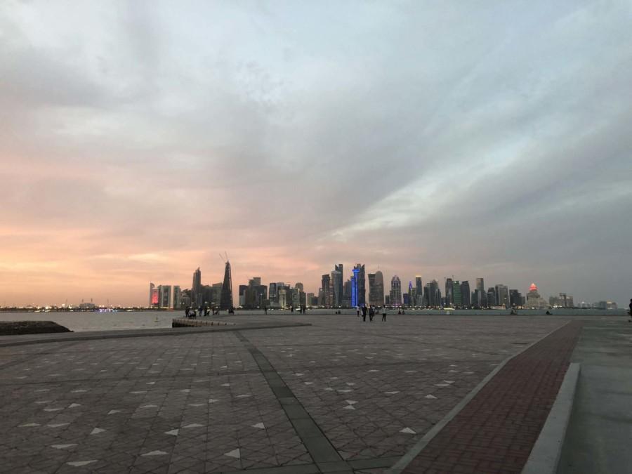 Sehenswürdigkeiten und Highlights: Skyline von Doha an der Corniche zum Sonnenuntergang