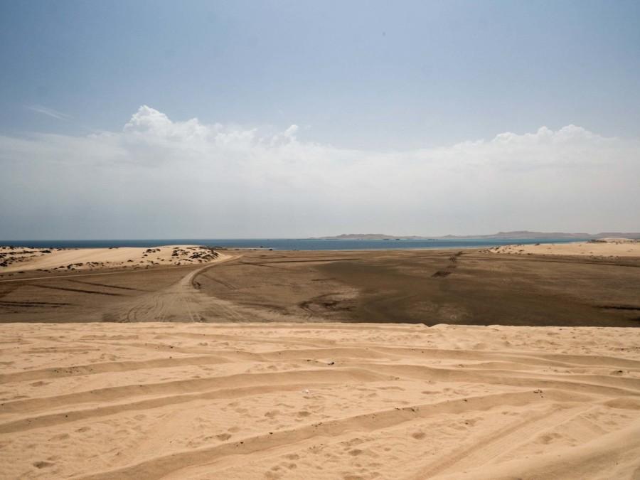 Die Wüste von Katar mit Blick auf Khor Al Adaid, die Inland Sea
