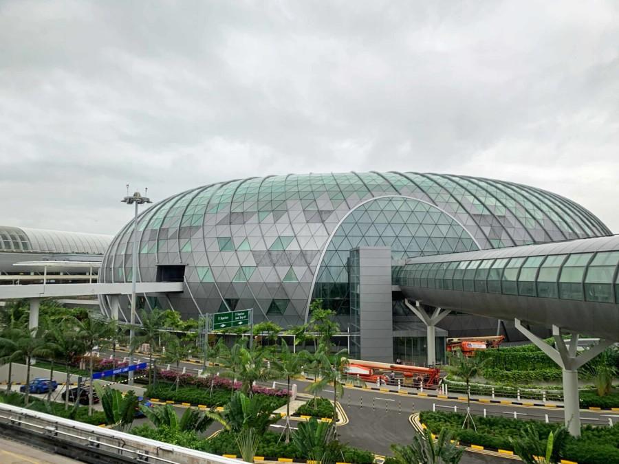 """Das """"Jewel"""" am Changi Flughafen in Singapur von aussen"""