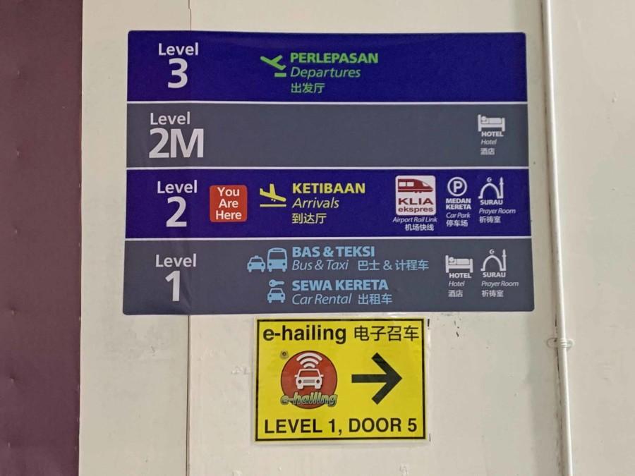 So kommst Du vom Flughafen in die Stadt Kuala Lumpur, Hinweisschild, Bus, KLIA Ekspres, Taxi