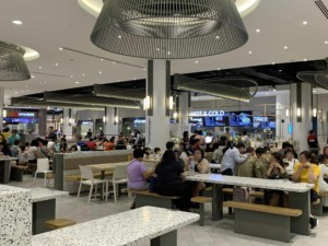 Tipps: Typischer Foodcourt einer Mall