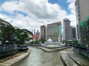 Interessante Orte Kuala Lumpur: Kreuzung der beiden Flüsse Klang und Gombak mit der Moschee Masjid Jamek in der Mitte