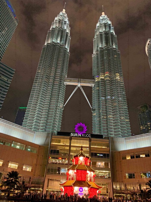 Shoppen direkt bei den Petronas Towers, Eingang zur Suria KLCC Mall