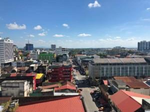 Blick auf Kota Bharu bei blauem Himmel Richtung Fluss
