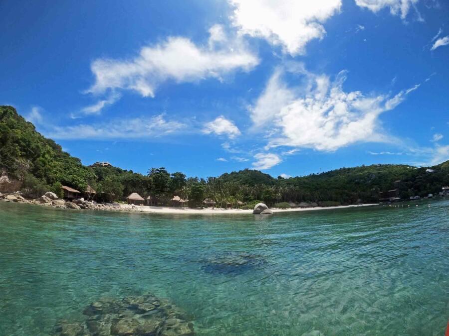 Blick auf den Strand Haad Tien Beach, hier kannst DU beim Schnorcheln Schildkröten entdecken