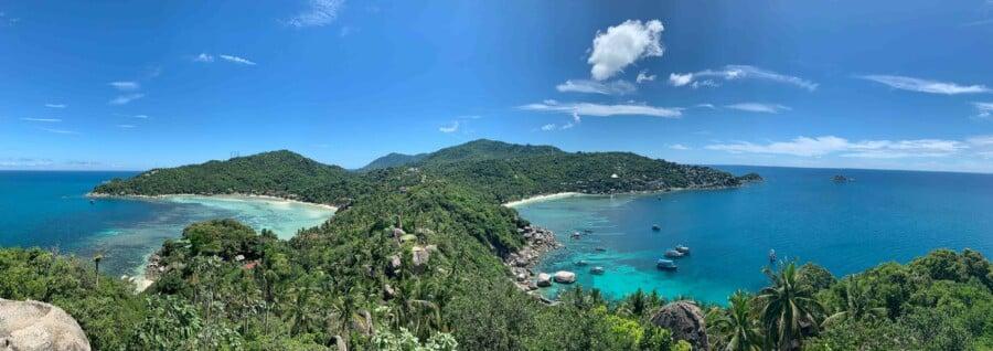 Sehenswürdigkeiten, Strände, Schnorcheln & Tipps: Panorama vom John Suwan Aussichtspunkt auf die beiden Buchten Chalok Baan Kao und Thiang Og